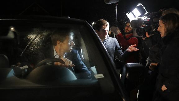 MUSCATINE, IOWA - MARCH 14: Democratic presidential candidate Beto O'Rourke climbs behind the wheel of his minivan while talking to reporters at the end of his first day of campaigning for the 2020 nomination March 14, 2019 in Muscatine, Iowa. After losing a long-shot race for U.S. Senate to Ted Cruz (R-TX), the 46-year-old O'Rourke announced his bid for the presidency on a video message earlier in the day. (Photo by Chip Somodevilla/Getty Images)