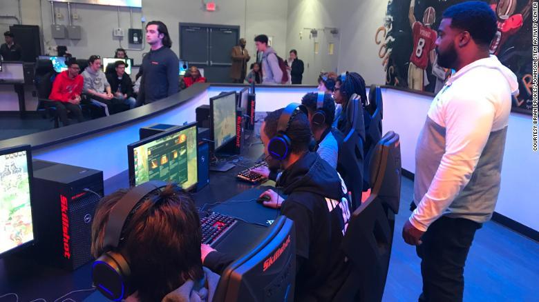 北亚特兰大高中和格雷迪高中之间的电子竞技比赛。