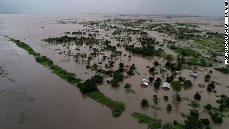 Thousands of cyclone Idai survivors cling to rooftops, said the aid agency, as the death toll rises
