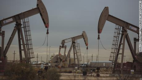 US oil prices hit $ 60 a barrel for the first time since November
