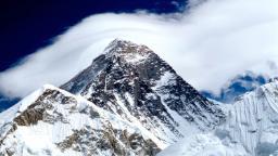 Glacier melt on Everest exposes dead bodies