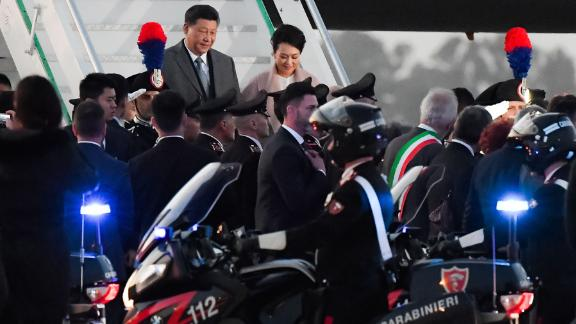 China's President Xi Jinping (Rear L) and his wife Peng Liyuan get down their plane after landing at Rome's Fiumicino airport for a two-day visit in Italy, on March 21, 2019 in Fiumicino. (Photo by Tiziana FABI / AFP)        (Photo credit should read TIZIANA FABI/AFP/Getty Images)