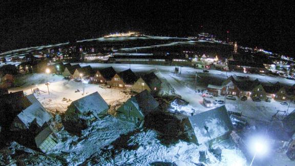 A drone captured the aftermath of the avalanche that hit Longyearbyen in 2015.