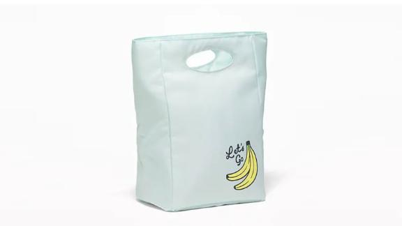 """<strong>A lunch bag that's ready to go </strong>Graphic Canvas Lunch Tote ($12; <a href=""""http://bit.ly/2YdimAR"""" target=""""_blank"""" target=""""_blank"""">oldnavy.com</a>)"""