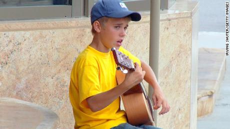 STRATFORD, CANADA - AUGUST 20:  (EXCLUSIVE ACCESS; EDITORS NOTE: Best available quality) Justin Bieber performs on the street August 20, 2007 in Stratford, Canada.  (Photo by Irving Shuter/Getty Images)