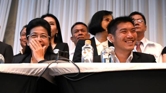 Pheu Thai party leader Sudarat Keyuraphan (L) and Future Forward Party leader Thanathorn Juangroongruangkit atttend a press conference in Bangkok on March 27, 2019. - Several anti-junta parties formed a coalition in Thailand on March 27, vowing to thwart a military-backed party in a bid to end years of junta rule following the country's first vote since a 2014 coup. (Photo by Romeo GACAD / AFP)        (Photo credit should read ROMEO GACAD/AFP/Getty Images)