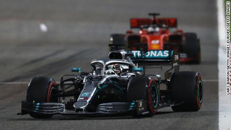 BAHRAIN, BAHRAIN - MARCH 31: Lewis Hamilton of Great Britain driving the (44) Mercedes AMG Petronas F1 Team Mercedes W10 leads Sebastian Vettel of Germany driving the (5) Scuderia Ferrari SF90 on track during the F1 Grand Prix of Bahrain at Bahrain International Circuit on March 31, 2019 in Bahrain, Bahrain. (Photo by Lars Baron/Getty Images)