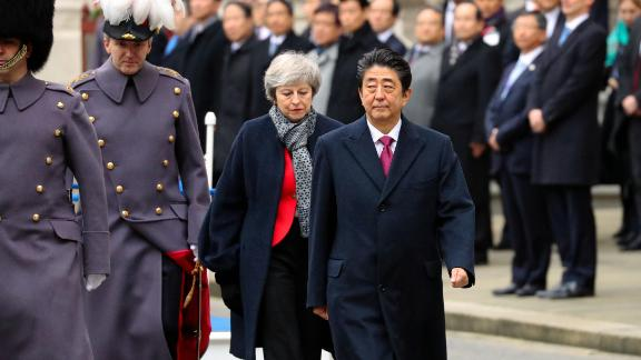 LONDON, ENGLAND - JANUARY 10: (CHINA OUT, SOUTH KOREA OUT)  Britain's Prime Minister Theresa May walks with Japanese Prime Minister Shinzo Abe receiving a military Guard of Honour for the first time ahead of bilateral talks at 10 Downing Street on January 10, 2019 in London, England. The leader of Japan is visiting to strengthen ties with the United Kingdom before Brexit in March and to forge collaborations on technology and innovation between counties.  (Photo by The Asahi Shimbun/The Asahi Shimbun via Getty Images)