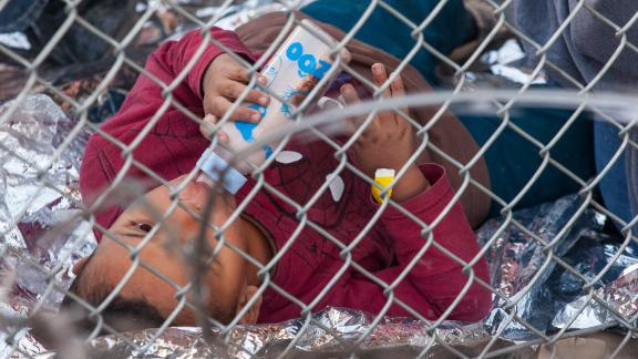 US authorities have drawn criticism for holding groups of migrants awaiting processing -- including children -- underneath the Paso Del Norte Bridge in El Paso.