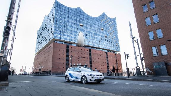 Volkswagen tests highly-automated driving in Hamburg.