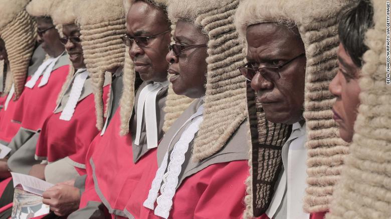 Lacagta ku Baxda Hagoogta Garsooreyaasha Zimbabwe, oo Cadho Abuurtay.