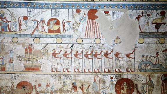 Egypt discovers a new tomb with a perfectly preserved colored walls and dozens of mummified animals.