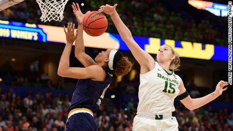 Before she was forced out with an injury, Baylor forward Lauren Cox had eight points, eight rebounds and three blocked shots.