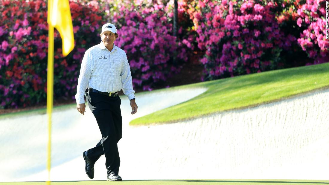 Popular left-hander Phil Mickelson is one of 17 players to have won multiple Masters titles. The three-time champion won the first of his five major titles at Augusta in 2004 after three straight third places. Even at 50, Mickelson remains a Masters threat.