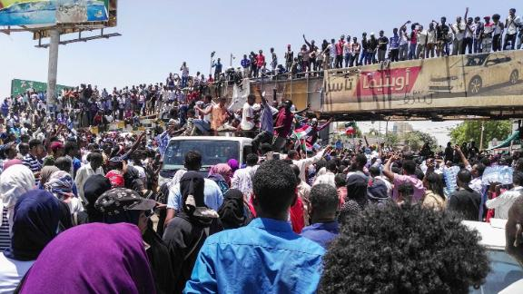 People protest on April 8, in front of the military headquarters in Khartoum.
