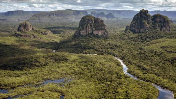 Aerial view of the Serrania de Chiribiquete, located in the Amazonian jungle departments of Caqueta and Guaviare, Colombia, on June 7, 2018. - The 2,782,353-hectare Chiribiquete National Park, the largest of Colombia