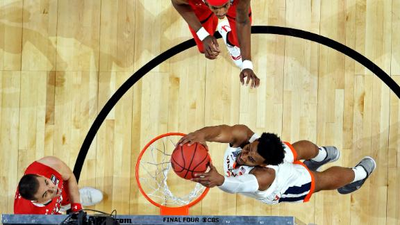 Key throws down a dunk in the first half.