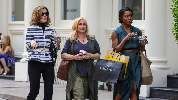 Patricia Arquette, Angela Bassett and Felicity Huffman film new movie 'Otherhood' in SoHo in 2018