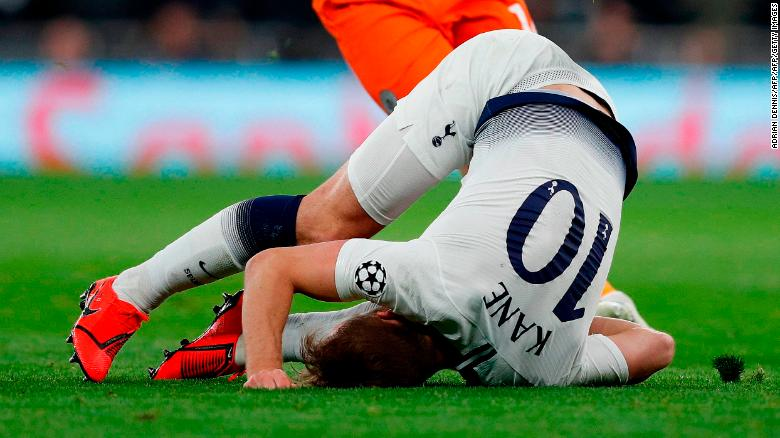 Harry Kane was forced off with injury in the second half.