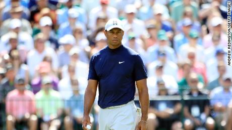 861488bd4fbe38 Tiger Woods surged into the lead before dropping back at Augusta.