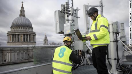 Engineers from EE the wireless network provider owned by BT Group Plc, inspect Huawei Technologies Co. 5G equipment overlooking St. Paul's Cathedral during trials in the City of London, U.K., on Friday, March 15, 2019. Photographer: Simon Dawson/Bloomberg via Getty Images