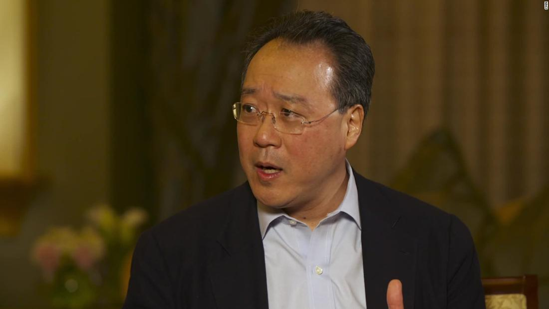 Cellist Yo-Yo Ma plays a concert at a US-Mexico border crossing to make a point
