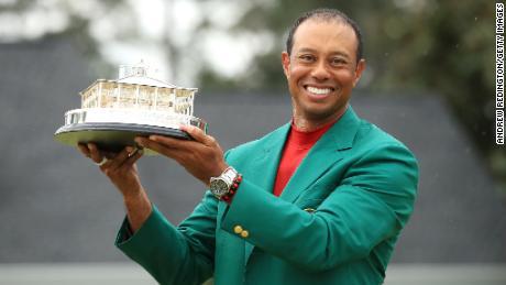 Tiger Woods Sigilii Al cincilea titlu de maestru și al 15-lea major