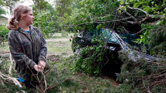 Mississippians clean up after powerful storm.