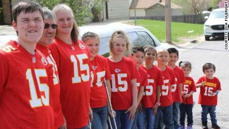 Gary and Lisa Fulbright have 10 kids living under their roof after they adopted seven siblings.