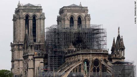 France's # 3 richest families lead $ 700 million fundraising effort for Notre Dame