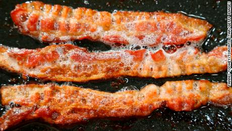 Eating only a slice of bacon per day, which is associated with a higher risk of colon cancer, says study