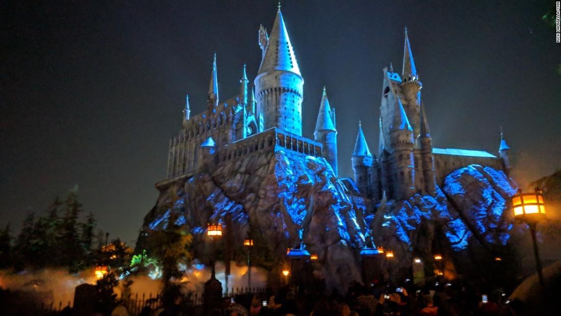 'Dark Arts at Hogwarts' light show debuts