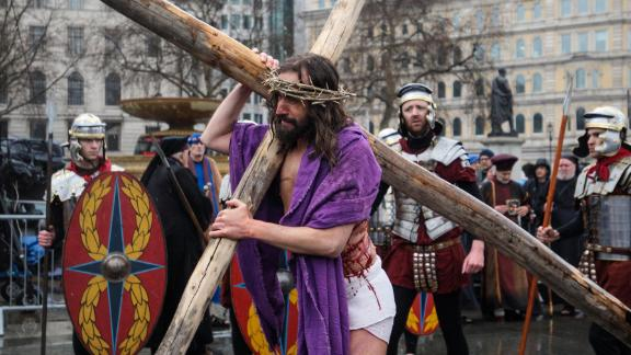 """The Wintershall players perform """"The Passion of Jesus"""" in front of crowds in Trafalgar Square."""