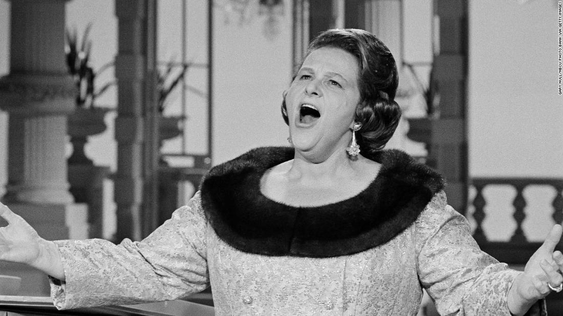 Sports teams dump Kate Smith's 'God Bless America' because of her racist songs