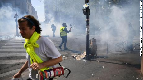 Paris police use tear gas against 'yellow vest' protesters
