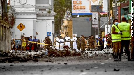 Sri Lanka mourns as investigation into deadly blasts continues