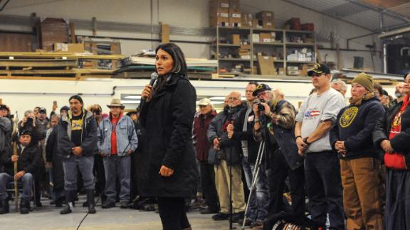 Gabbard speaks to veterans at a Sioux tribal welcome meeting in Fort Yates, North Dakota, in December 2016.