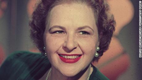 circa 1945:  Headshot portrait of American vocalist Kate Smith (1907-1986) smiling while wearing a dark dress and a string of pearls.  (Photo by Hulton Archive/Getty Images)