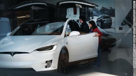 Tesla lost $ 702 million last year, shattered the profit strip