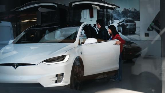 NEW YORK, NY - APRIL 04: Tesla vehicles are displayed in a showroom in Manhattan  on April 04, 2019 in New York City. Tesla announced a first quarter 31% drop in vehicles that were delivered to customers compared to the prior quarter. The news caused the stock to drop approximately 8%. (Photo by Spencer Platt/Getty Images)