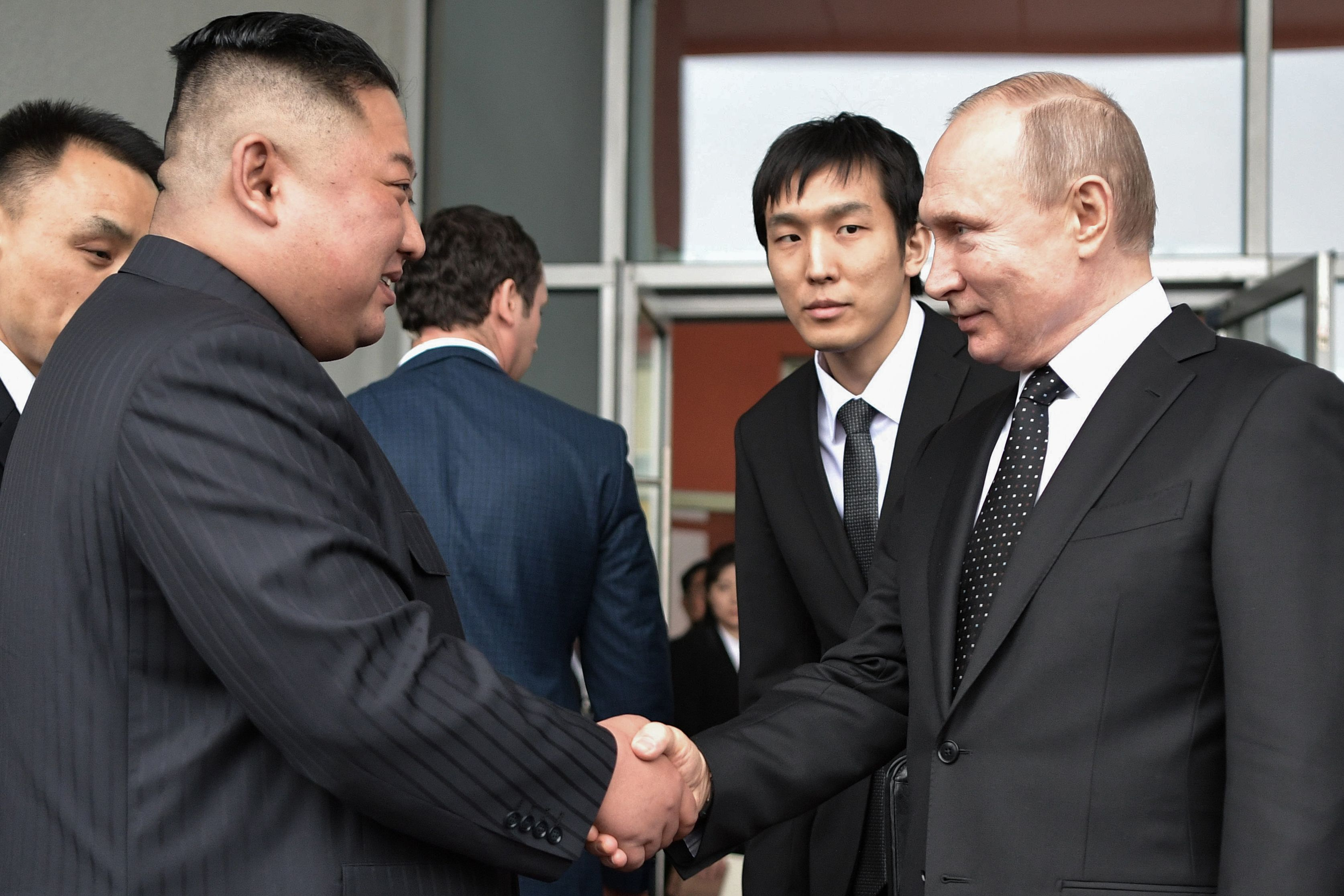 Kim Jong Un Visits Russia To Meet Putin For First Time Cnn Video