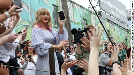 "Taylor Swift surprises fans at the new Kelsey Montague ""What Lifts You Up"" Mural on April 25, 2019 in Nashville, Tennessee."