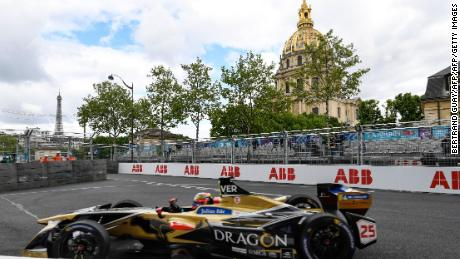 Jean-Eric Vergne races past Les Invalides on his way to victory at last year's Paris ePrix.