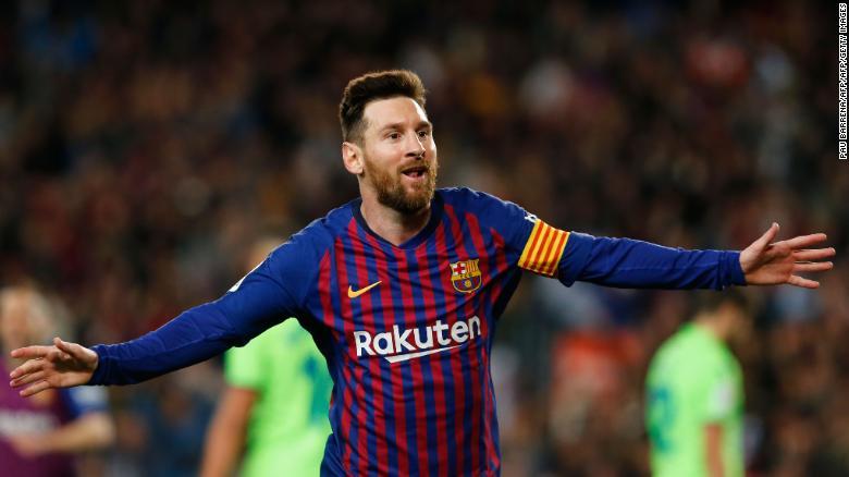 Lionel Messi celebrates his goal against Levante.