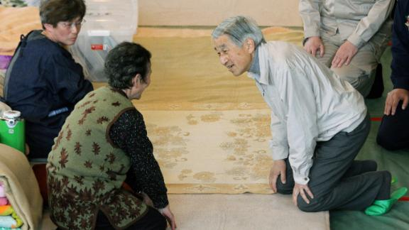 Akihito talks to evacuees at a shelter in Minamisanriku.