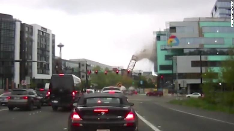 Video shows moment crane collapsed in Seattle