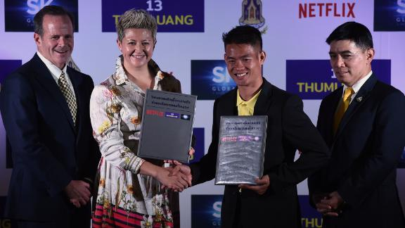 Erika North, Netflix's director of international originals, shook hands with Ekkapol Chantawong, the coach of the 'Wild Boars' soccer club at the press conference.