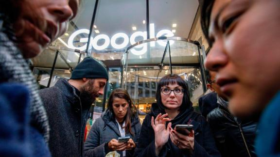 Google staff stage a walkout at the company's UK headquarters in London on November 1, 2018 as part of a global campaign over the US tech giant's handling of sexual harassment. - Hundreds of employees walked out of Google's European headquarters in Dublin on Thursday as part of a global campaign over the US tech giant's handling of sexual harassment that saw similar protests in London and Singapore. (Photo by Tolga Akmen / AFP)        (Photo credit should read TOLGA AKMEN/AFP/Getty Images)