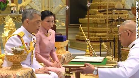 An image from Thai Maha Vajiralongkorn Bodindradebayavarangkun to Suthida Vajiralongkorn Na Aydhaya in Bangkok.