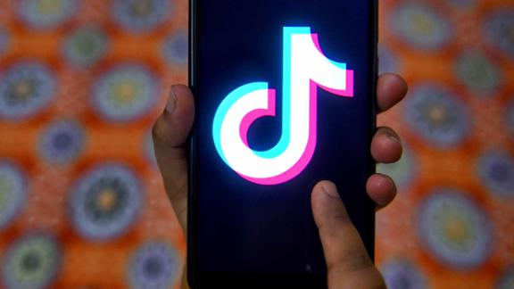 KOLKATA, WEST BENGAL, INDIA - 2019/04/17: The tiktok application sign seen on a screen of an Android phone, the application has been banned from India. (Photo by Avishek Das/SOPA Images/LightRocket via Getty Images)